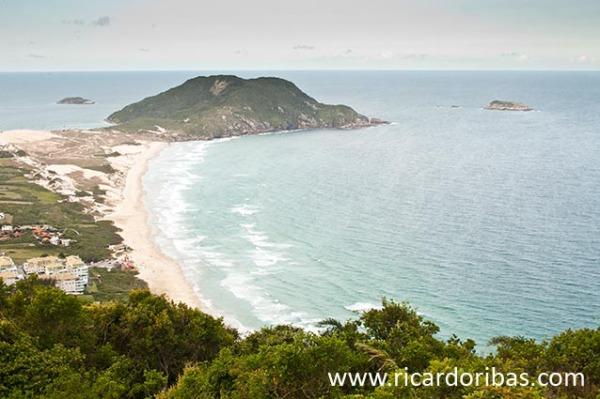 Praia do Santinho vista do topo do Morro das Aranhas / Santinho Beach viewed from the top of Morro das Aranhas